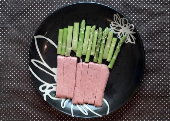 アスパラガスと豚肉のバター炒めの調理前