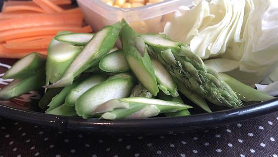 アスパラガスと野菜ラーメンのカット後の写真2