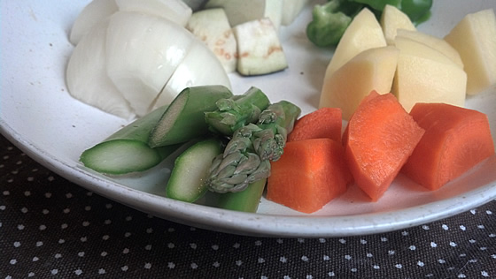 アスパラガスと野菜のカット後の写真2