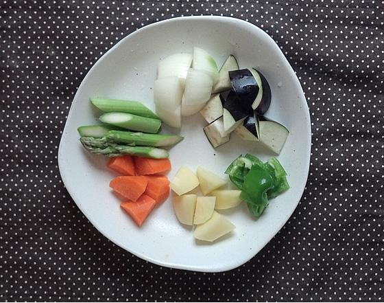 アスパラガスと野菜のカット後の写真