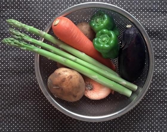 アスパラガスと夏野菜の調理前