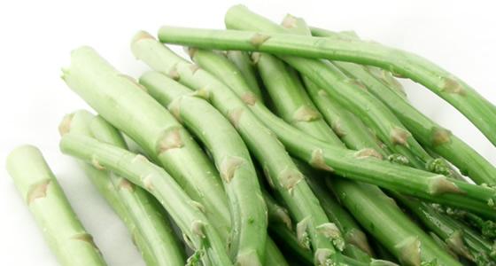 茎が固くて太いアスパラガスの写真