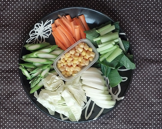 アスパラガスと野菜ラーメンのカット後の写真1