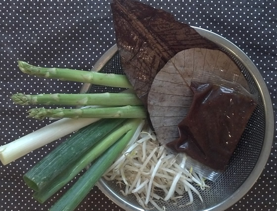 アスパラガスほうば(朴葉)味噌焼きの調理前の写真