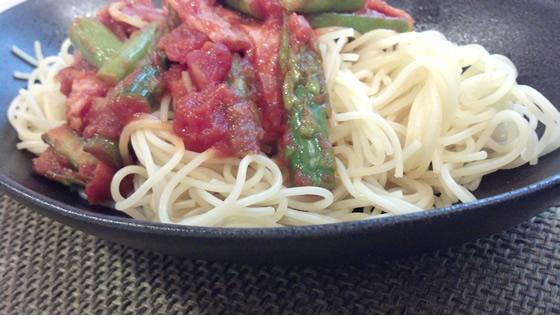 アスパラガスとベーコンのトマトパスタ・レシピの出来上がり写真
