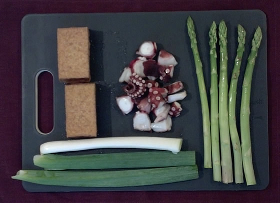 アスパラガス入りのかき揚げ風どんぶり・レシピの調理前の写真